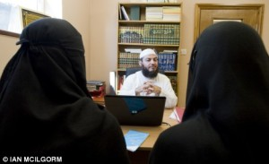 http://olympiada.files.wordpress.com/2010/02/making_their_case_at_an_islamic_centre_in_east_london_sheik_haitham_al-haddad_talks_to_two_women_about_divorce_issues.jpg?w=300&h=183