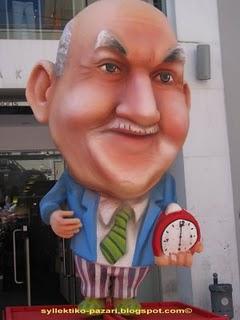Κύριε Παπαδάκη καληνύχτησε την Ελλάδα και φύγε. Είστε αξιοθρήνητες θεραπαινίδες του καθεστώτος.