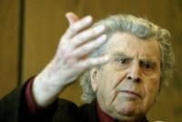 Μίκης: Θεοδωράκης«Το πολιτικό σύστημα είναι απόστημα επάνω στη σάρκα της πατρίδας»
