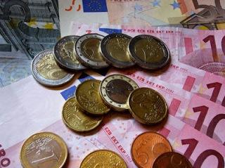 Μόλις 100 ευρώ στην τράπεζα έχει η πλειοψηφία των Ελλήνων...