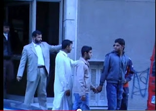 Βίντεο σοκ! Πακιστανοί απαγάγουν ομοεθνείς τους μέσα από τα σπίτια τους, στο κέντρο της Αθήνας του νέρωνα Καμίνη! Η Ελλάδα υπό οθωμανική κατοχή.