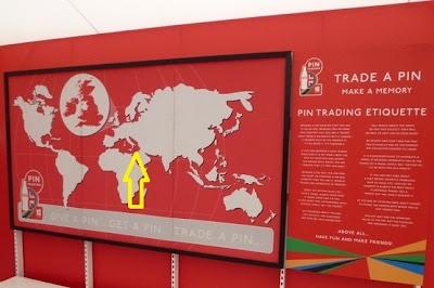 """Παγκόσμιος χάρτης τῆς Coca-cola στὸ ὀλυμπιακὸ χωριό χωρὶς τὴν Ἑλλάδα! Οι καπραλοκουβελοκουράκηδες όμως δεν το πήραν είδηση… ασχολούντο με τα """"ψιλά""""…"""