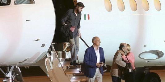 Piccinin και Quirico μετά την απελευθέρωσή τους προσγειώνονται στη Ρώμη