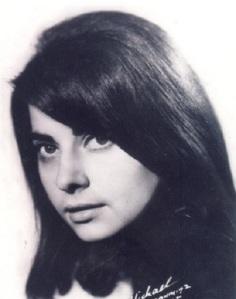 1. Η Καίτη Χωματά το 1964.
