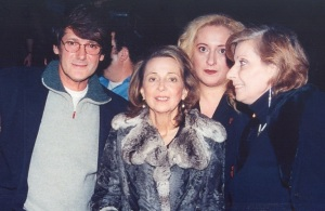 10. Φάνης Κερανίδης, Κατερίνα Βασιλάκου- Φωτεινή Σαββατιανού- Καίτη Χωματά το 2001..jpg