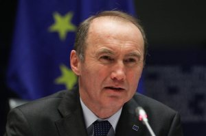 """Άρχισαν τα όργανα στην ΕΕ, """"Εάν είχαμε περισσότερο έλεγχο δε θα μειωνόταν ο μισθός στην Ελλάδα"""""""