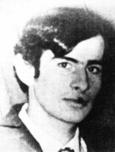 18 Νοεμβρίου 1973, ο ταγματάρχης Ντερτιλής πυροβολεί με περίστροφο και σκοτώνει τον Μιχάλη Μυρογιάννη, 20 ετών, ηλεκτρολόγο από τη Μυτιλήνη, ο οποίος βρισκόταν στο Πολυτεχνείο (Πατησίων και Στουρνάρη) προσπαθώντας να ξεφύγει απο τους αστυφύλακες.