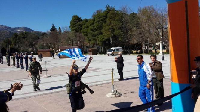 προσκυνημα Κολοκοτρωνης ελληνιδες σημαια