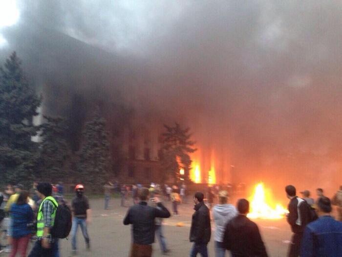 ΟΛΟΚΑΥΤΩΜΑ ΑΠΟ ΤΟΥΣ ΦΑΣΙΣΤΕΣ ΣΤΗΝ ΟΔΗΣΣΟ! Τουλάχιστον 38 άμαχοι κάηκαν ζωντανοί σε κτίριο που έκαψαν τα ναζιστικα γουρούνια!