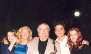 3.Στους Δελφούς το 2002 ο Γιώργος Κατσαρός και οι συνεργάτες του.