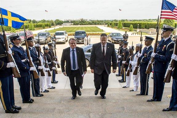 U.S. Deputy Defense Secretary Bob Work, right, hosts an honor cordon to welcome Swedish Defense Minister Peter Hultqvist to the Pentagon