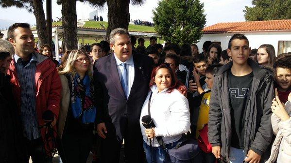 Ο ΥΕΘΑ @PanosKammenos με μαθητές στο Οχυρό του Ρούπελ  (1)