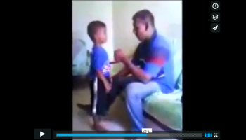 Ισλαμιστής κακοποιεί το 4χρονο γιο του :'( [ΣΚΛΗΡΟ ΒΙΝΤΕΟ]