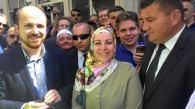 Προσκεκλημένοι στην τελετή και ο πρόεδρος της Μουσουλμανικής Κοινότητας Ελλάδας Ναΐμ Ελγαντούρ με την σύζυγο του και διαπρύσια οπαδο Αννα Στάμου.