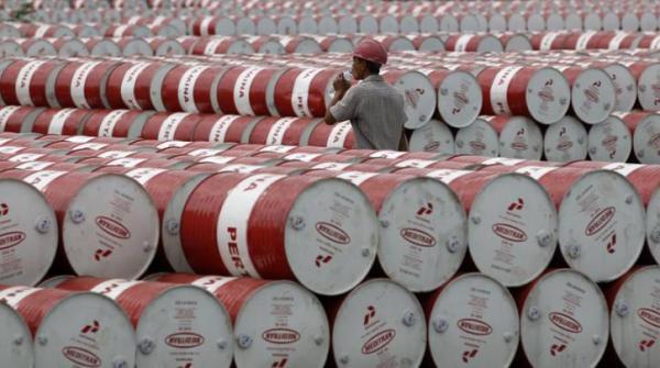 Σε χαμηλό 12 ετών η τιμή του πετρελαίου