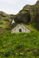real-hobbit-houses-in-iceland (4)