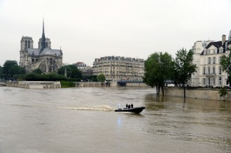 A photo taken on June 2, 2016 shows the flooded banks of the river Seine in Paris. Torrential downpours have lashed parts of northern Europe in recent days, leaving four dead in Germany, breaching the banks of the Seine in Paris and flooding rural roads and villages. / AFP PHOTO / BERTRAND GUAY
