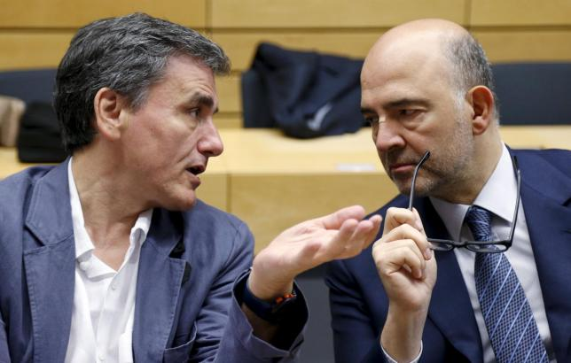 Greek Finance Minister Tsakalotos talks to EU Economic and Financial Affairs Commissioner Moscovici during a euro zone finance ministers meeting in Brussels
