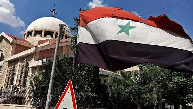 Η Εθνική σημαία της Αραβικής Δημοκρατίας της Συρίας στη Ορθόδοξη εκκλησία που βρίσκεται στην παλιά χριστιανική συνοικία της πόλης του Χαλεπίου
