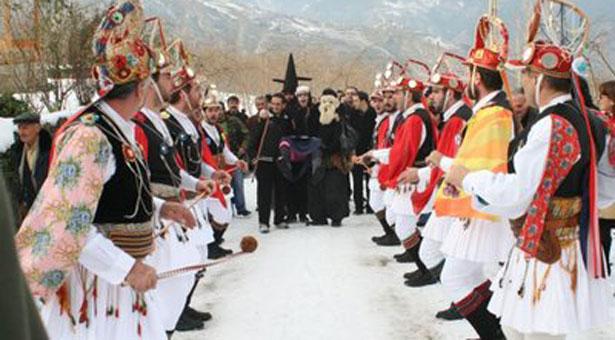 Τι γιορτάζουμε ανήμερα των Θεοφανίων; Έθιμα και παραδόσεις ανά την Ελλάδα Tromaktiko