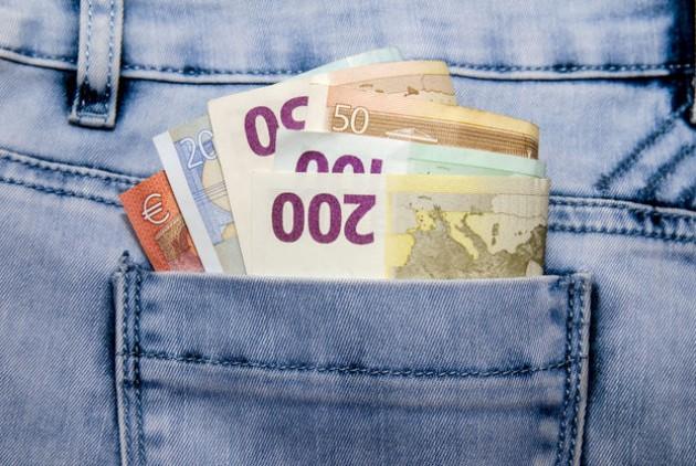 money 39 euros in pocket 630