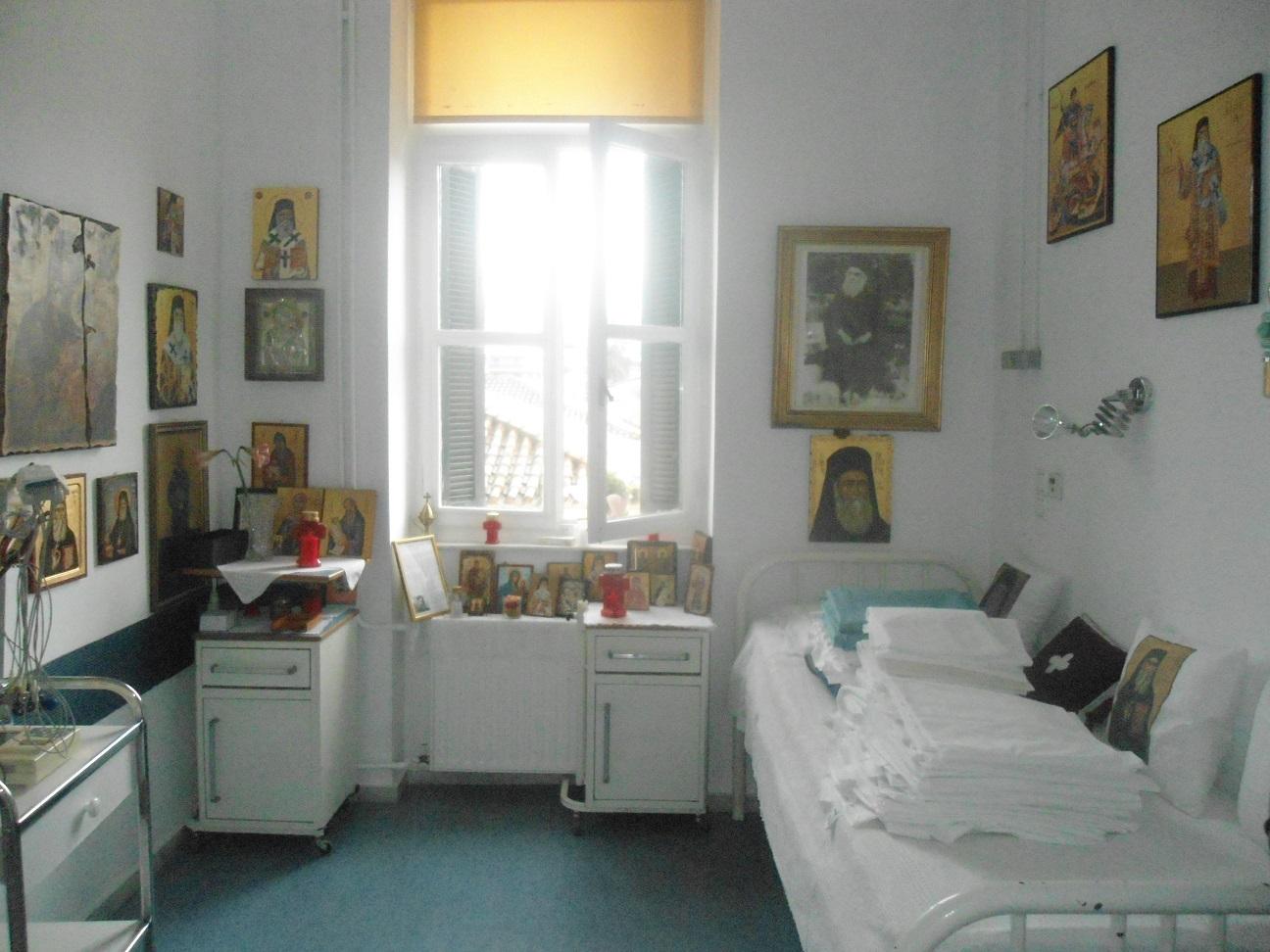 10.Το δωμάτιο όπου εκοιμήθη στις 8-11-1920 ο Αγιος Νεκτάριος. [ ελπίζω να έχουν μαζέψει από το κρεβάτι του τα διπλωμένα σεντόνια!!!! ]