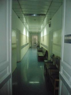 3.Η πτέρυγα Θεοδώρου στο Αρεταίειο παραμένει κλειστεί από έλλειψη προσωπικού!! Στα δωμάτια της γίνεται ο προεγχειρητικός έλεγχος των ασθενών. Σε άλλα υπάρχουν τα ρούχα του προσωπικού!!!
