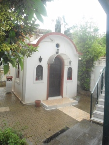 9.Το εκκλησάκι του Αγίου Νεκταρίου στην αυλή του Αρεταίειου.