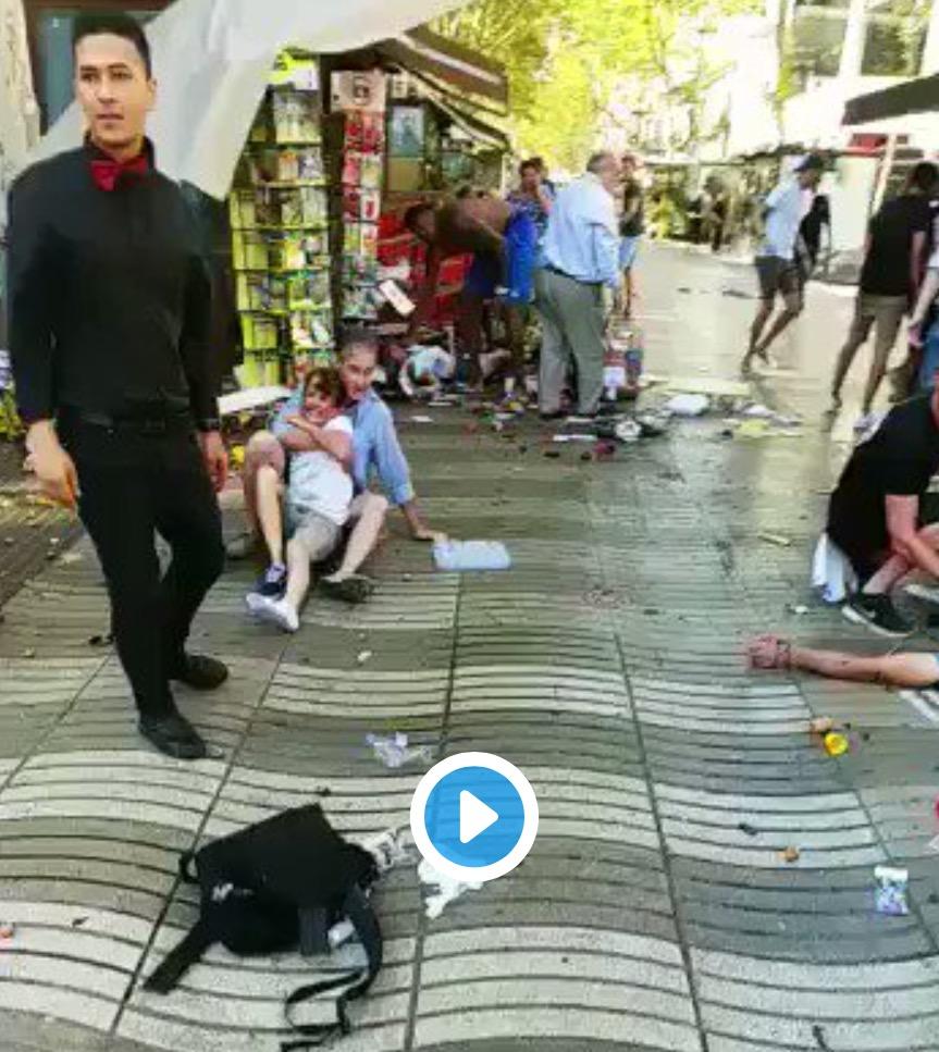 #BarcelonaAttack #BarcelonaTerrorAttack ΣΥΓΚΛΟΝΙΣΤΙΚΟ  Βιντεο! Οι δρόμοι γεμάτοι θύματα!