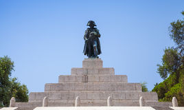 denkmal-mit-statue-von-napoleon-bonaparte-68470698