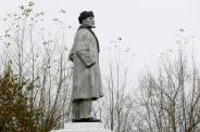"A monument to Soviet state founder Vladimir Lenin stands at a park of the Siberian town of Uzhur in Krasnoyarsk region, Russia, September 28, 2017. REUTERS/Ilya Naymushin SEARCH ""REVOLUTION RUSSIA"" FOR THIS STORY. SEARCH ""WIDER IMAGE"" FOR ALL STORIES."