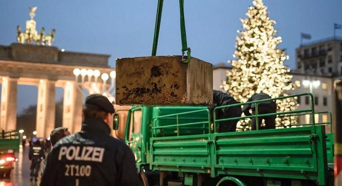 germany police christmas tree