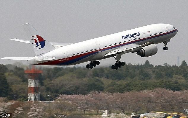 Βρέθηκε η πτήση-φάντασμα της Malaysia Airlines; Μηχανικός την εντόπισε στο Google Earth με τρύπες από σφαίρες στα συντρίμμια!