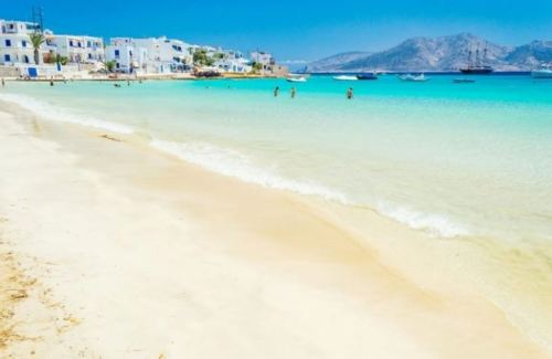 Tα «δίδυμα» νησάκια με τα εξωτικά νερά, τις θαλάσσιες σπηλιές και τις ωραιότερες παραλίες της χώρας – Έχετε πάει;