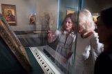 Η υπέρλαμπρη Μπέτυ Μπαζιάνα από την χθεσινή επίσκεψη του Πρίγκηπα Καρόλου [ΦΩΤΟΓΡΑΦΙΕΣ] (11)