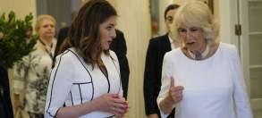 Η υπέρλαμπρη Μπέτυ Μπαζιάνα από την χθεσινή επίσκεψη του Πρίγκηπα Καρόλου [ΦΩΤΟΓΡΑΦΙΕΣ] (2)