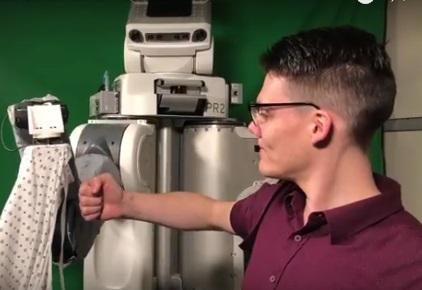 Το ρομπότ που σε βοηθά να ντυθείς! (βίντεο)
