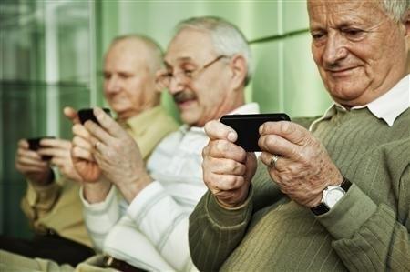 Οι χρήστες άνω των 55 ετών γίνονται όλο και πιο «ψηφιακοί» και μπαίνουν στο στόχαστρο…
