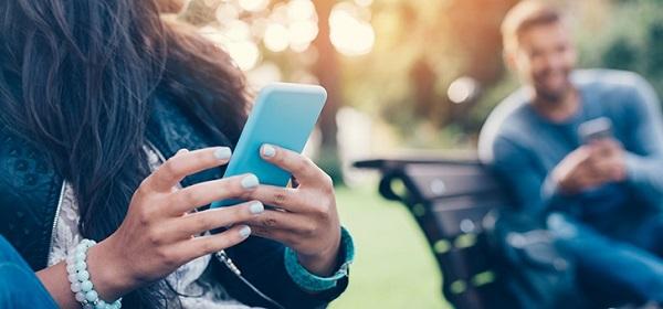 smartphone men woman1