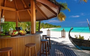6961160-tropical-beach-bar
