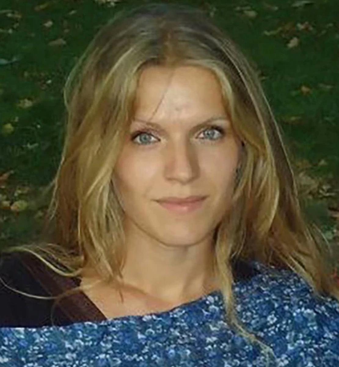 Η ηρωίδα δασκάλα με τα χρυσά μαλλιά που πάει κάθε πρωί στην Τέλενδο με βαρκούλα για να κάνει μάθημα στα παιδιά του δημοτικού