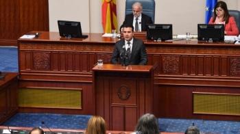 Ο Ζάεφ ακυρώνει τις Πρέσπες: Θα καταθέσει στη Βουλή τα σχέδια τροπολογιών του Συντάγματος με σημεία που καταστρατηγούν στην συμφωνία.
