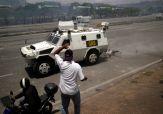 ΣΟΚΑΡΙΣΤΙΚΟ ΒΙΝΤΕΟ-Τεθωρακισμένο όχημα πέφτει πάνω στο πλήθος στην #Βενεζούελα #Πραξικόπημα venezuela_epeisodia_3004_1-768x501 (12)