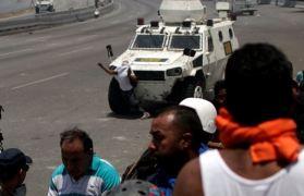 ΣΟΚΑΡΙΣΤΙΚΟ ΒΙΝΤΕΟ-Τεθωρακισμένο όχημα πέφτει πάνω στο πλήθος στην #Βενεζούελα #Πραξικόπημα venezuela_epeisodia_3004_1-768x501 (13)