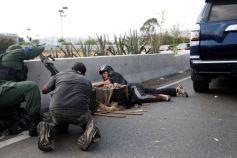ΣΟΚΑΡΙΣΤΙΚΟ ΒΙΝΤΕΟ-Τεθωρακισμένο όχημα πέφτει πάνω στο πλήθος στην #Βενεζούελα #Πραξικόπημα venezuela_epeisodia_3004_1-768x501 (7)