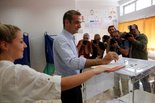 Πανικός στη Νέα Δημοκρατία από τη δήλωση Μητσοτακη την ώρα που ψήφιζε.