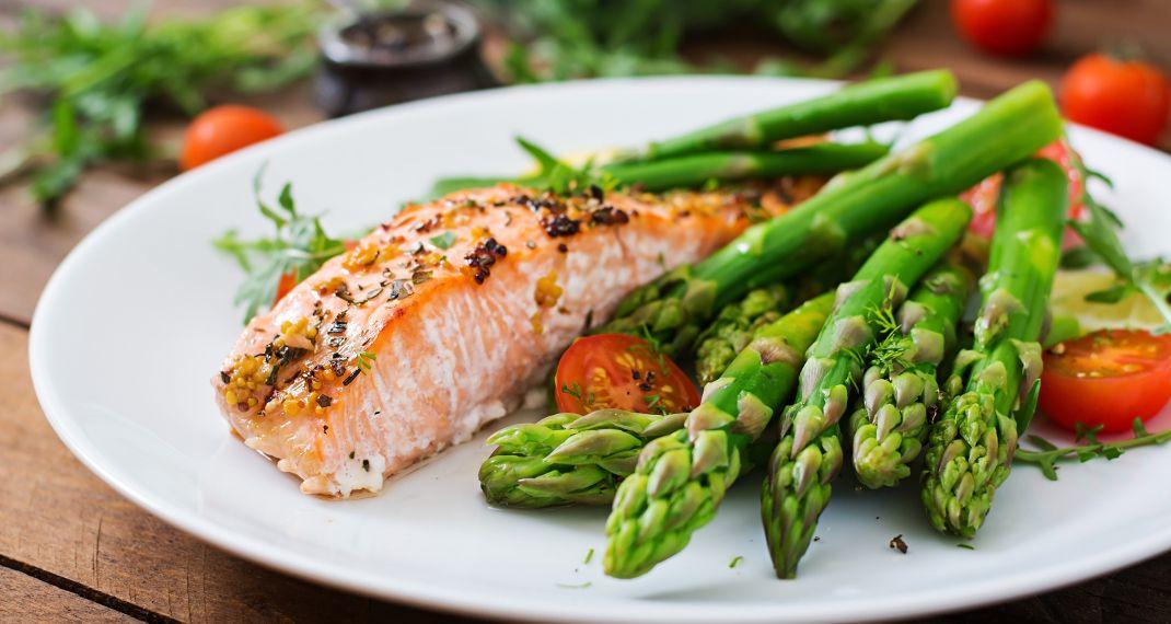 Κατακράτηση υγρών: Οι 8 τρόποι αντιμετώπισης για να μην νιώθεις φούσκωμα.