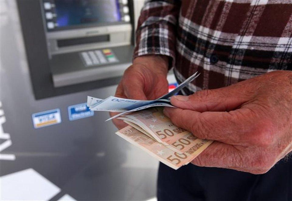Είσαι συνταξιούχος; Σε ενδιαφέρει. Αναδρομικά: Ποιοι θα λάβουν έως 1.000 ευρώ με τη σύνταξη Ιουλίου.