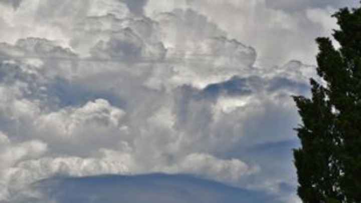 ΕΚΤΑΚΤΟ Θα συνεχισθεί και την Τετάρτη, άστατος καιρός, με καταιγίδες ξανά και στην Αττική.