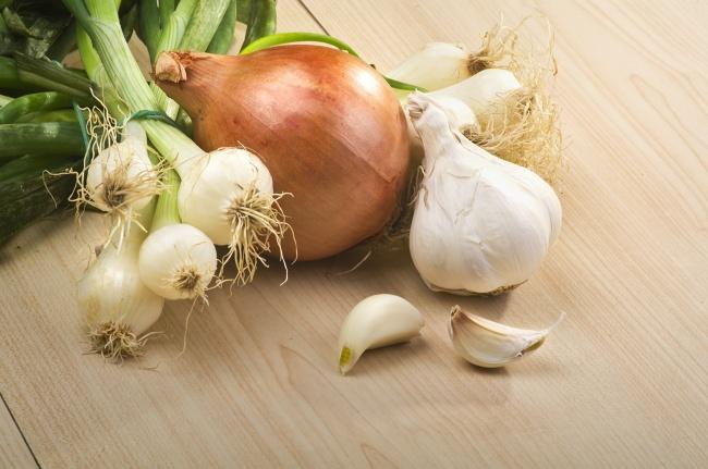 10 καθημερινά υγιεινά φαγητά που θα αποτοξινώσουν τον οργανισμό σας με φυσικό τρόπο